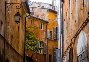 Aix-en-provence - Marsiglia (40 Km) - (volo) Italia.jpg
