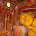 Statua del Buddha disteso