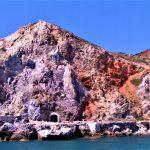 Milos, miniera vista dal mare