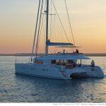 Uno dei modi migliori per scoprire la Polinesia è in catamarano (foto di Nicolas Claris)