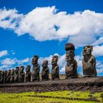 """""""Scorpacciata"""" di moai sull'isola di Pasqua"""