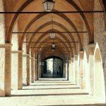 Città Alta, il porticato della Cittadella