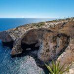 Le spettacolari scogliere a picco sul mare di Gozo