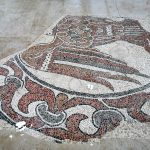 Pavimento a mosaico nel santuario