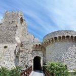 Castello dei Badiali (castello Angioino) a San Nicola (isole Tremiti)