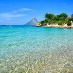 Spiaggia con vista sull'isola di Tavolara, a sud di Olbia