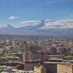 Il profilo della capitale Yerevan, circondata dai monti