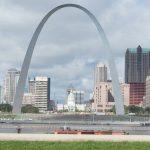 Gateway Arch a St Louis [Photo by Tiffany Cade on Unsplash]